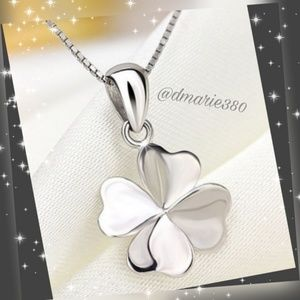 Jewelry - Beautifully detailed 4 leaf clover necklace silver